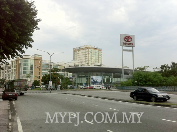 Toyota Showroom and Service Centre View After Coming In From Jalan Semangat