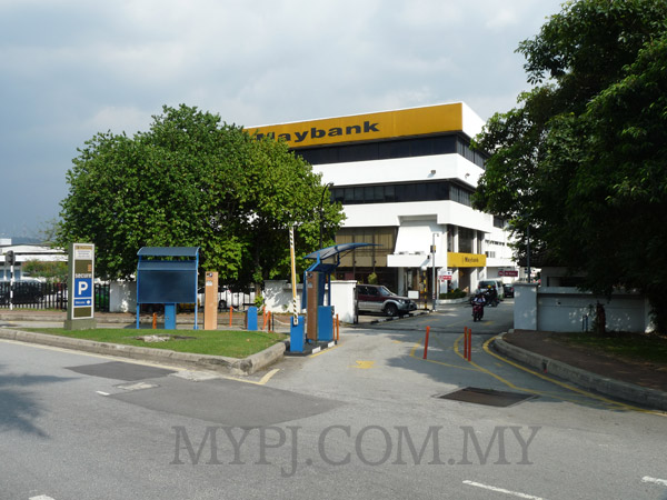 Entrance to Maybank Jalan 222 Branch