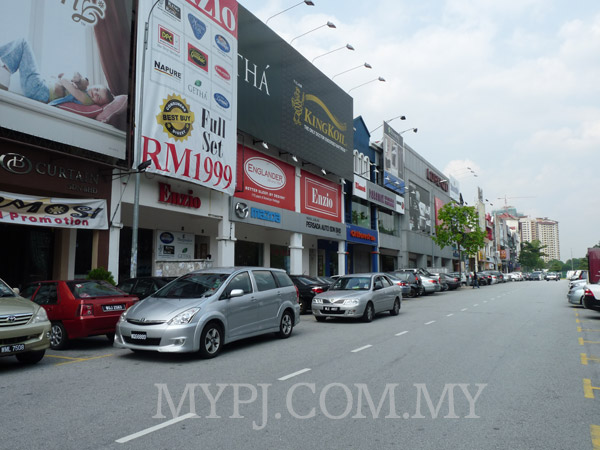 MAZDA Showroom View Along Jalan PJ 5/8