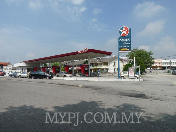 Caltex Petrol Station Taman Paramount, Section 20